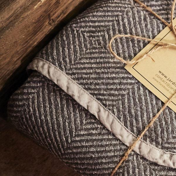 plaid en pur lin tissage chevrons couleur gris