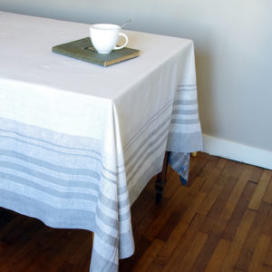 jolie nappe carré en pur lin couleur blanc avec rayures beige
