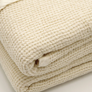 joli plaid pur lin lave tissage nid d'abeilles couleur ecru