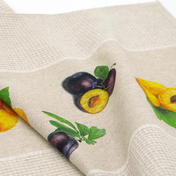 joli torchon en lin couleur beige imprimé fruits prunes et abricots