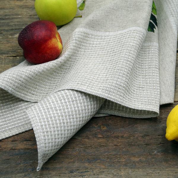 joli torchon en lin couleur beige imprimé fruits