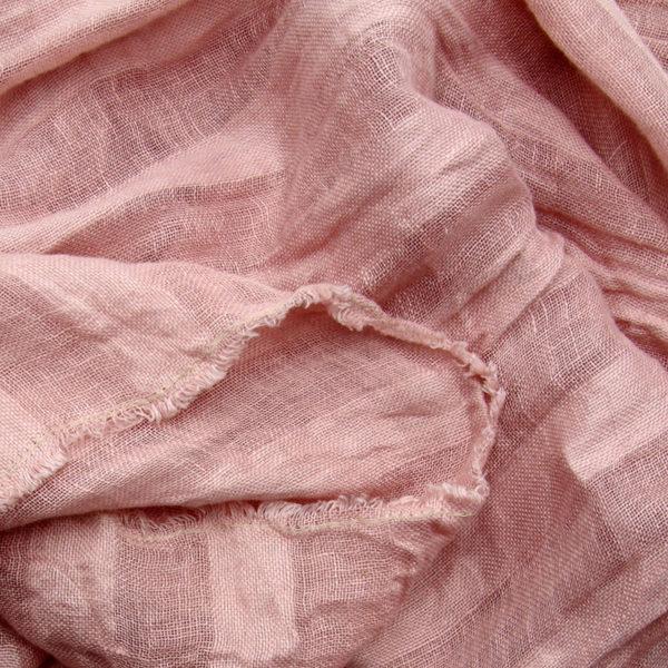 écharpe en pur lin lavé accessoire de mode indispensable