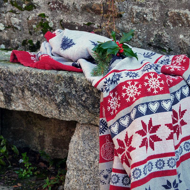joli plaid de noël en lin lavé couleurs traditionnels style scandinave