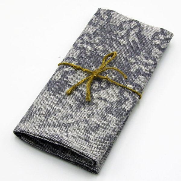 très jolie serviette de table en pur lin couleur lin naturel imprimé