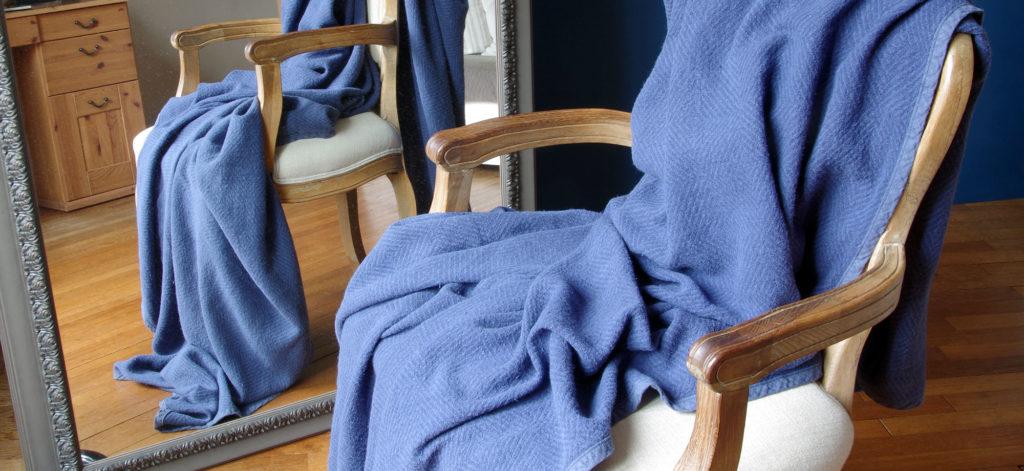 plaid en pur lin couleur bleu tissage chevrons