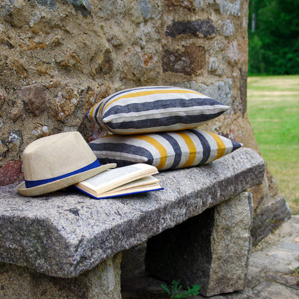housse de coussin en pur lin belle qualité et finitions soignées des couleurs tendance