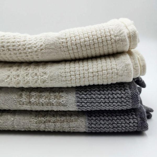 serviettes en lin lave tissage gaufree couleur gris et ecru