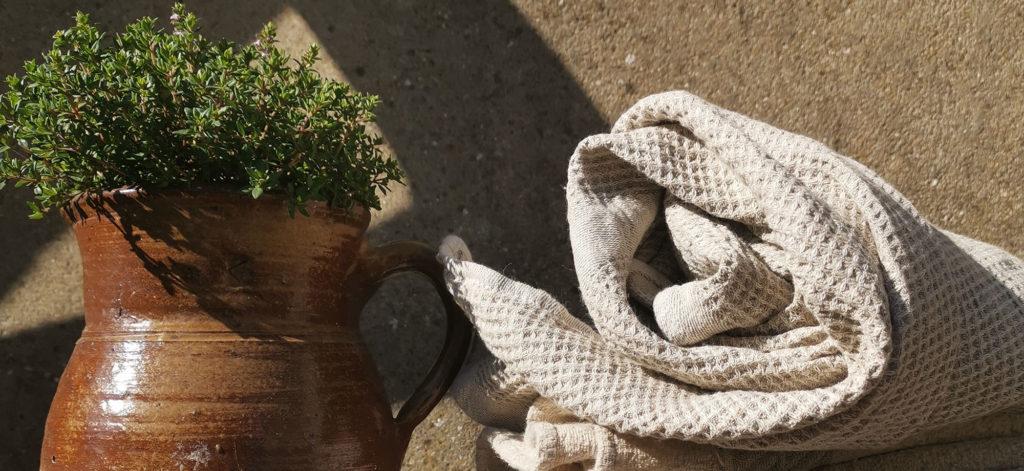 serviette en lin lavé tissage nid d'abeilles couleur beige