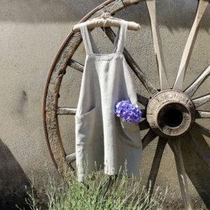 tablier japonais pur lin lavé avec les bretelles croisées dans le dos avec deux grandes poches devant